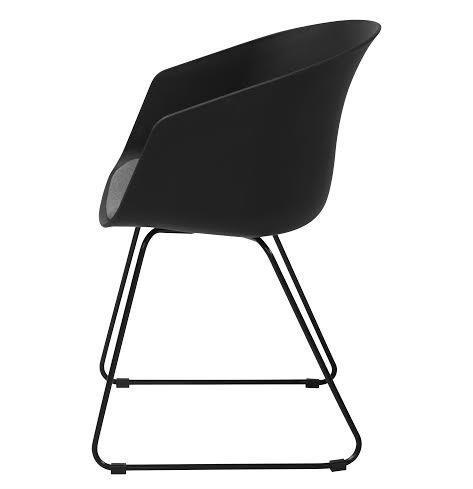 elegant stol i sort med arml n og siddehynde. Black Bedroom Furniture Sets. Home Design Ideas